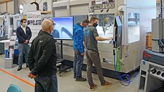 Spinner AG - Vorführung des vertikalen 5-Achsen-Simultan-Bearbeitungszentrums Spinner U5-1530 Advanced in Kombination mit dem CAM-System GO2cam