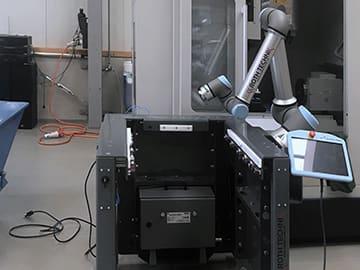 Spinner AG - EasyRobotics ProFeeder light mit Universal Robots UR10e und Steuerung