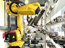 Spinner AG - Fanuc Roboter M-20iA/35M in der Roboterzelle RoboCubo